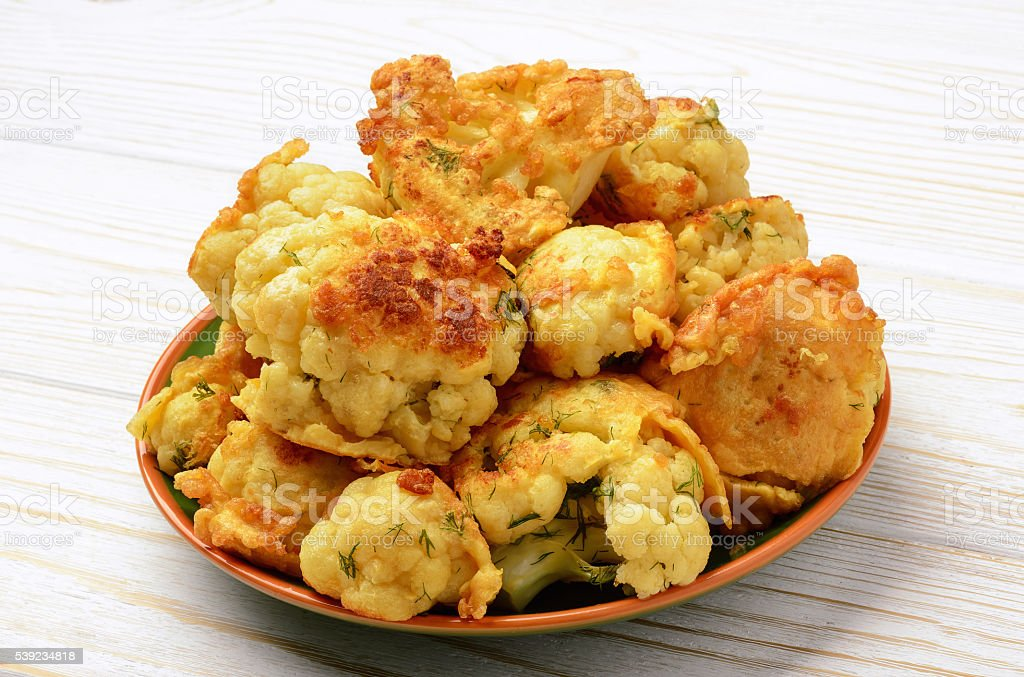 Coliflor asado con huevos. foto de stock libre de derechos