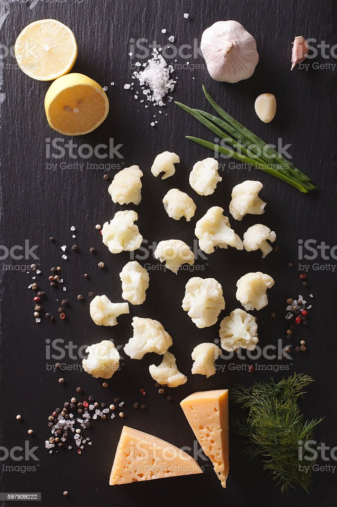 Cauliflower with ingredients on a stone table. Vertical top view foto royalty-free