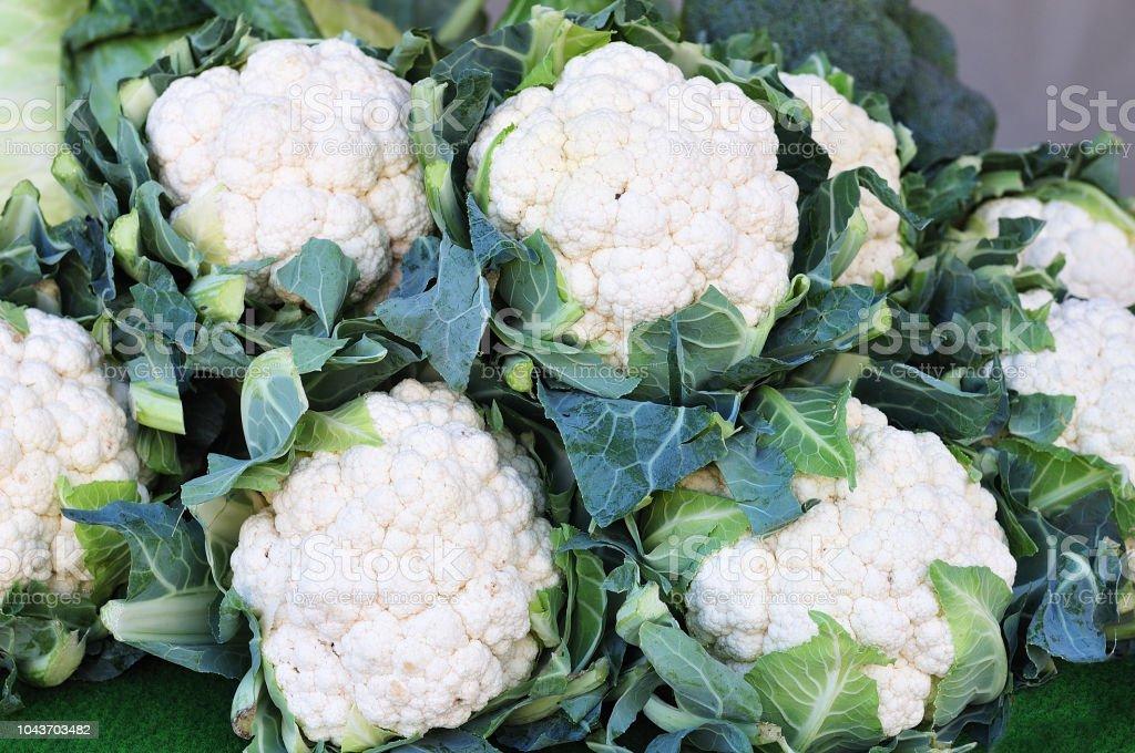 Blumenkohl am Marktstand – Foto