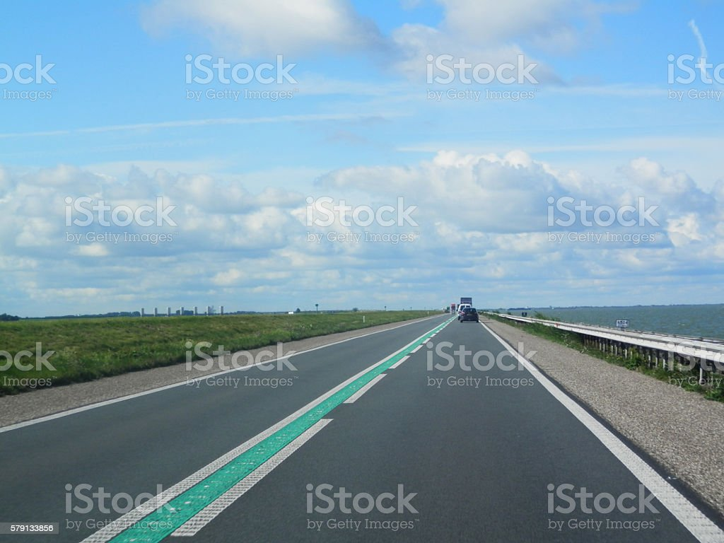 causeway in the Netherland foto
