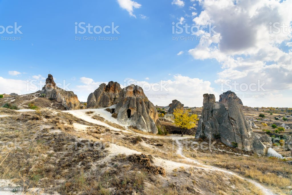 Casas cueva en el Parque Nacional de Goreme. Cappadocia. Turquía foto de stock libre de derechos