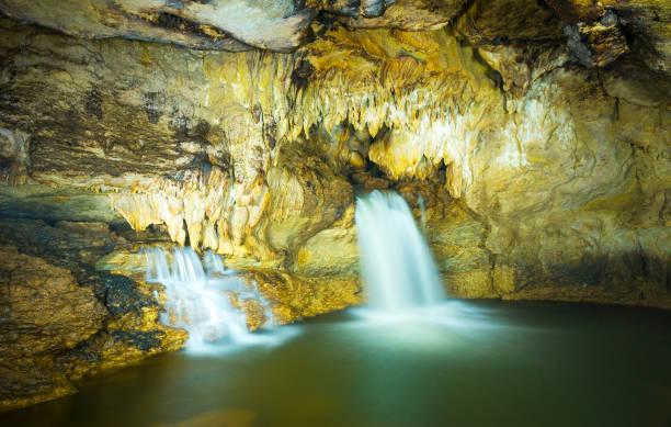 die höhle der misol ha wasserfall chiapas - wasserfledermaus stock-fotos und bilder