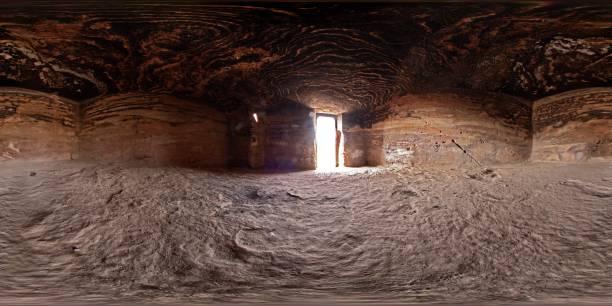 cueva de petra - 360 fotografías e imágenes de stock