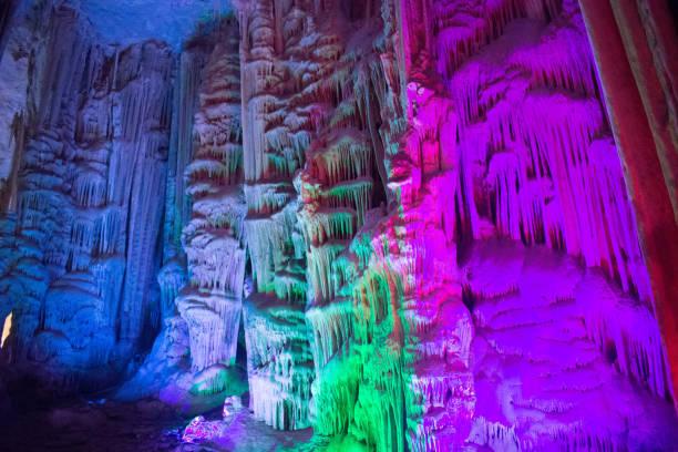 grottan av stalaktit stenar - stalagmit bildbanksfoton och bilder