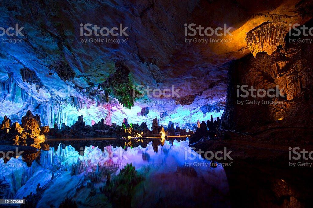 Cavern und Wasser in Guilin – Foto