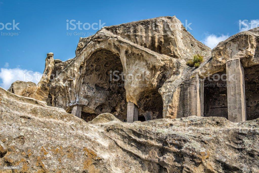 Cuevas de pueblos antiguos - foto de stock