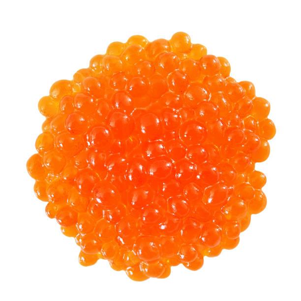 pescado caviar rojo llenado vista superior de la pila aislada sobre fondo blanco con trazado de recorte. - caviar fotografías e imágenes de stock
