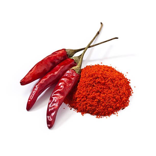 cayenne pepper - rode chilipeper stockfoto's en -beelden