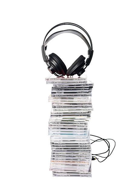 cd's und kopfhörer - cd ständer stock-fotos und bilder