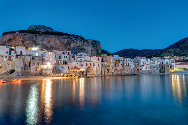 Cefalu in Sicily after sunset - foto stock