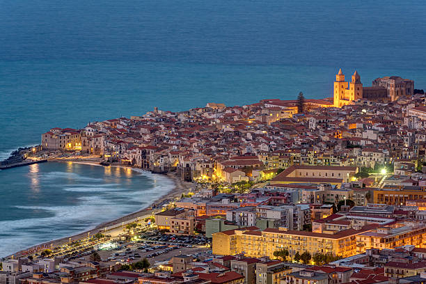 Cefalu in Sicily at twilight - foto stock