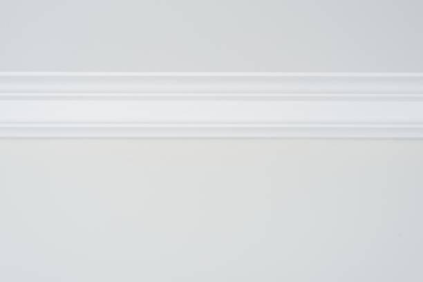 ceiling moldings in the interior, detail of a flat ceiling skirting - sztukateria zdjęcia i obrazy z banku zdjęć