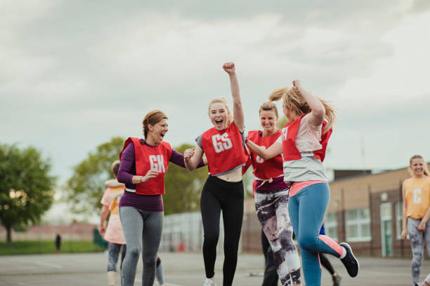 comemorando depois de uma vitória! - girl power provérbio em inglês - fotografias e filmes do acervo