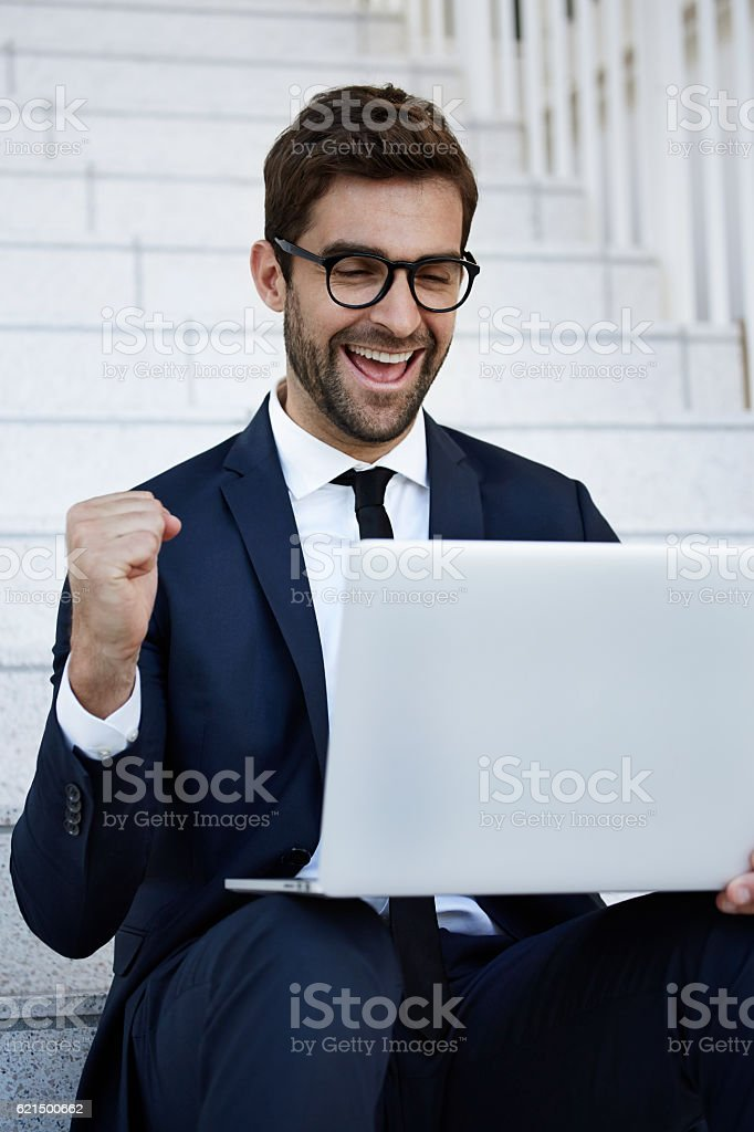 Celebrating businessman using laptop foto stock royalty-free