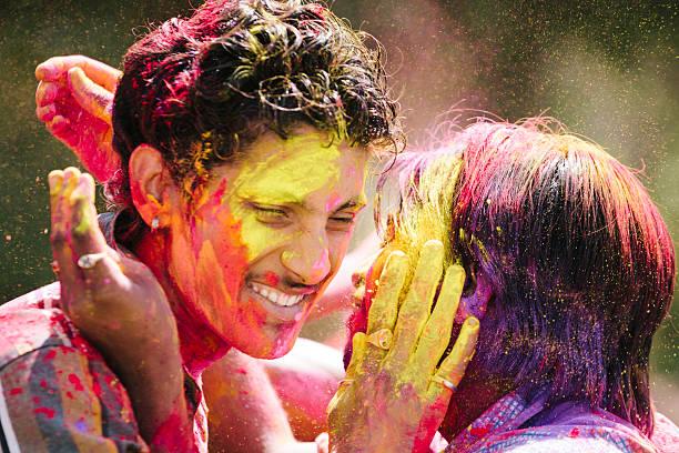feiern holi, jaipur - indische gesichtsfarben stock-fotos und bilder