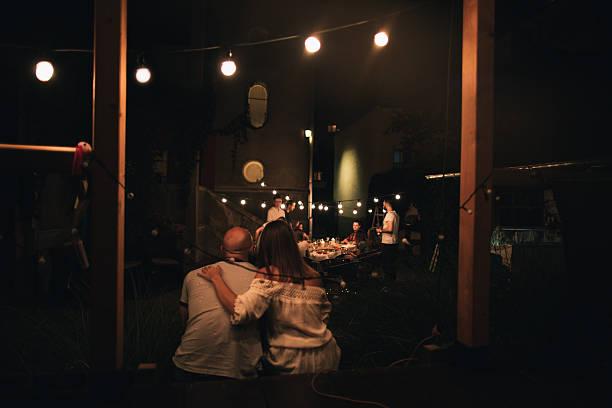 wir feiern unsere liebe - romantischer abend stock-fotos und bilder