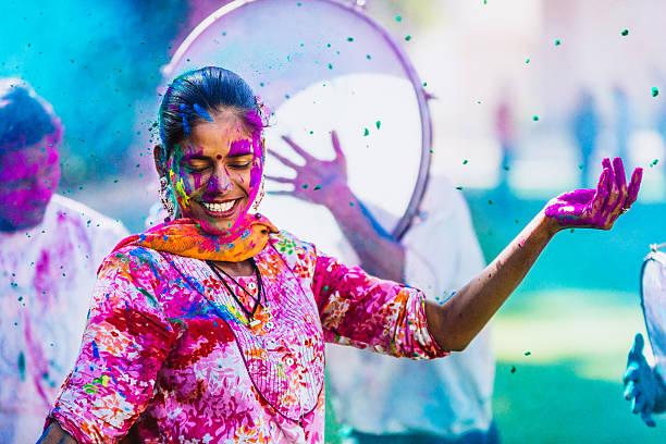 Célébrant le Holi Festival de couleurs. - Photo