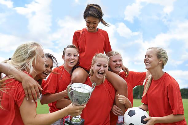 celebrando seu league e ganhe! - equipa de futebol - fotografias e filmes do acervo