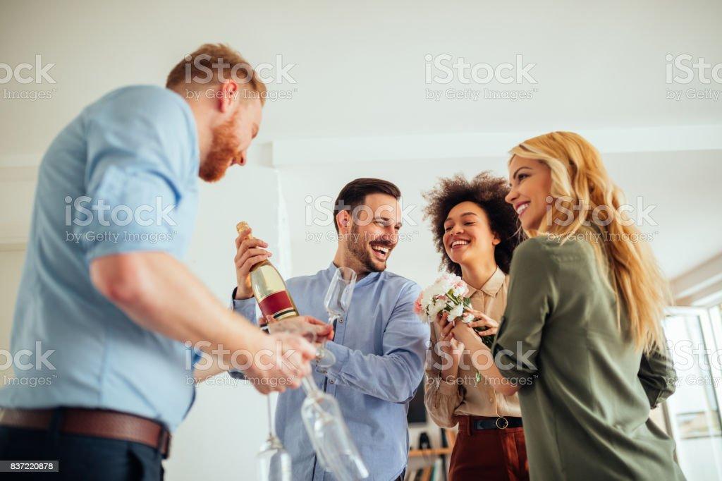Celebración de su nuevo hogar - foto de stock