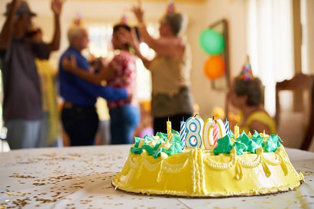 celebration 80 birthday party with happy elderly people in hospi - musik kuchen stock-fotos und bilder