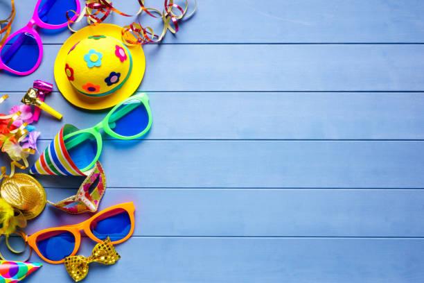 feier-konzept für karneval party geburtstag oder silvester - karnevalskostüme köln stock-fotos und bilder