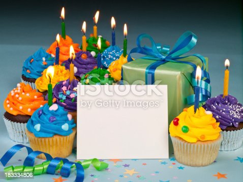 1058078946istockphoto Celebration cupcakes with blank card 183334806