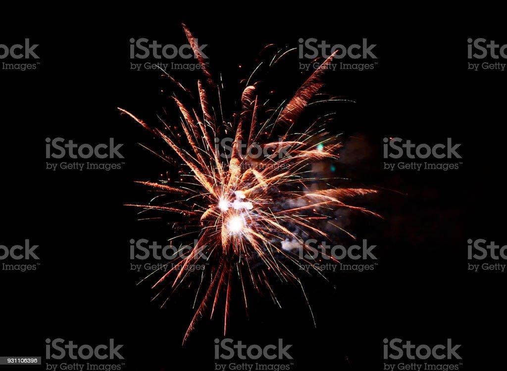 Siyah gece gökyüzünde kutlamaları havai fişek - Royalty-free Barut Stok görsel