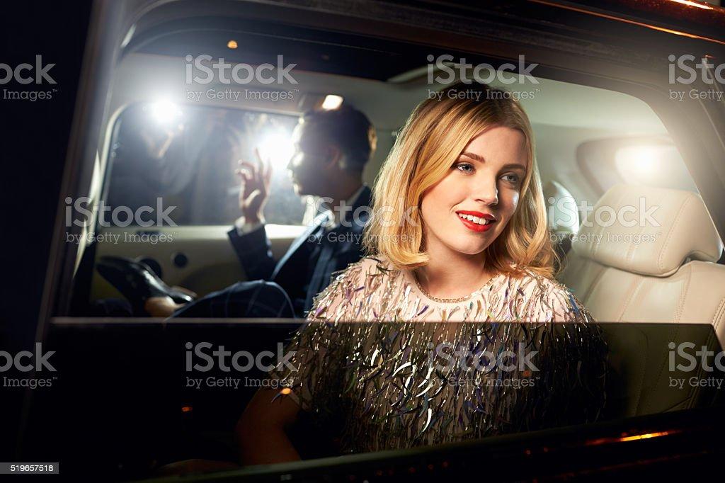 Promi Paar im Rücksitz eines Autos, fotografiert von Paparazzi - Lizenzfrei 16-17 Jahre Stock-Foto