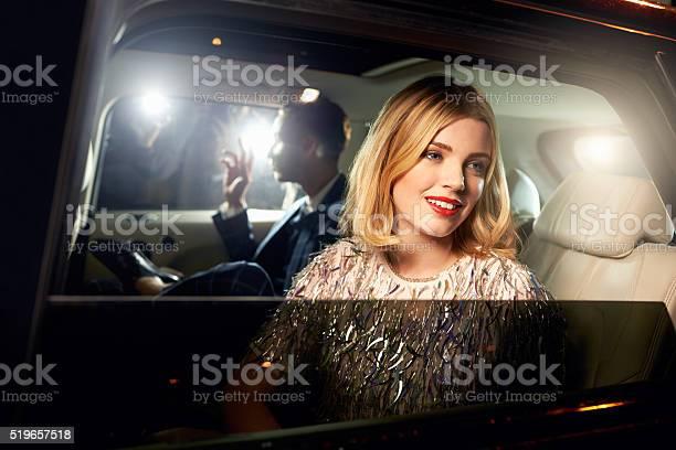 Promi Paar Im Rücksitz Eines Autos Fotografiert Von Paparazzi Stockfoto und mehr Bilder von 16-17 Jahre