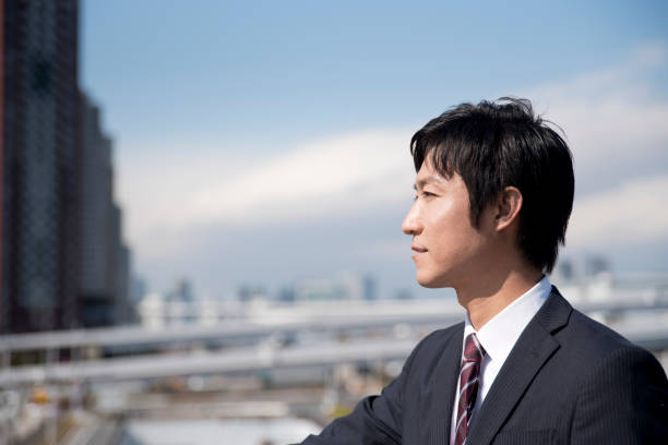 携帯電話や実業家、東京で屋外ビジネス イメージ - 男性のみ ストックフォトと画像