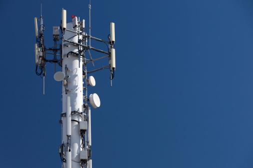 Telefono Cellulare Torre - Fotografie stock e altre immagini di Antenna - Attrezzatura per le telecomunicazioni