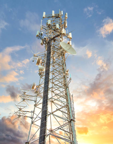 cell tower: cellular communications tower for mobile phone and video data transmission - ripetitore per telefoni cellulari foto e immagini stock
