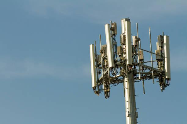 cell tower - ripetitore foto e immagini stock