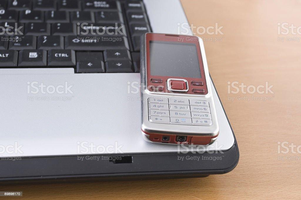 Cellphone и ноутбук Стоковые фото Стоковая фотография