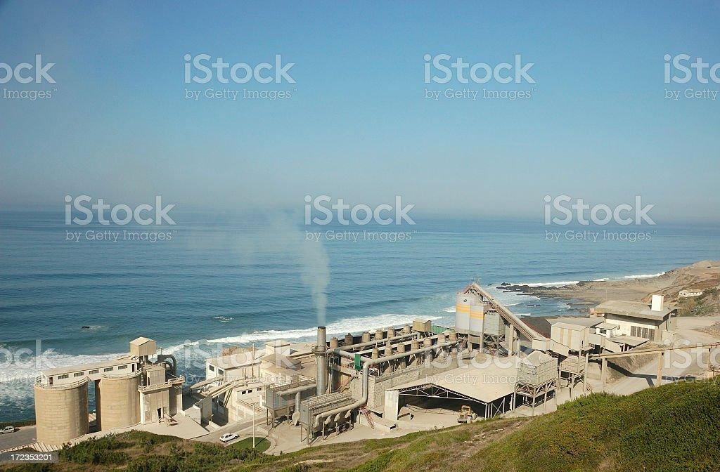 Fábrica de cemento foto de stock libre de derechos