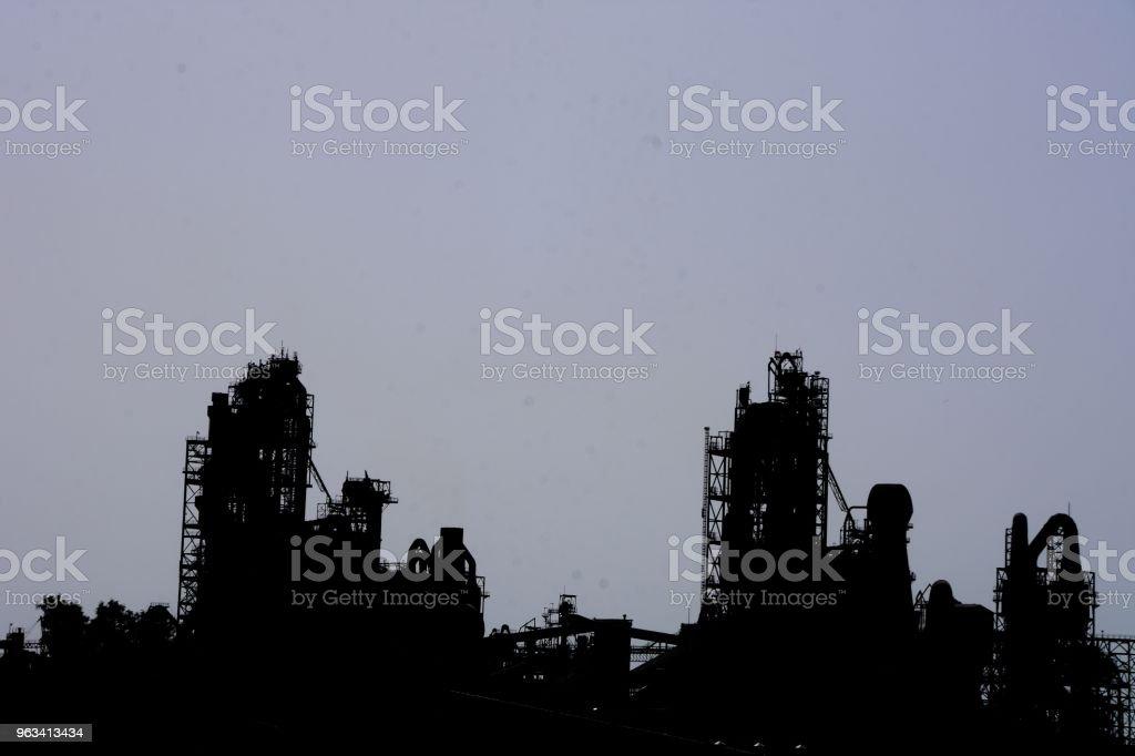 Fabryka Cementu - Sylwetka - Zbiór zdjęć royalty-free (Betonowy)