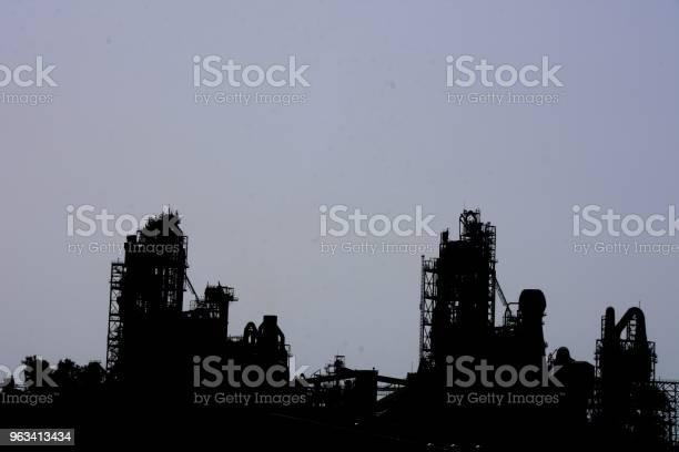Fabryka Cementu Sylwetka - zdjęcia stockowe i więcej obrazów Betonowy