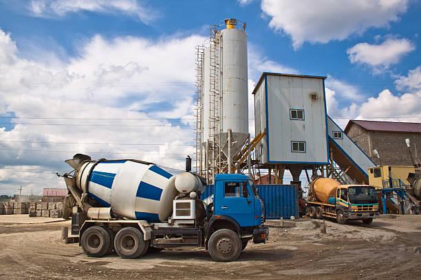 zementmischfahrzeug - betonwerkstein stock-fotos und bilder