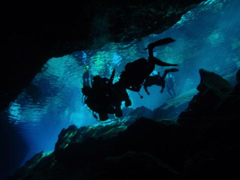 セノーテ洞窟 - スキューバダイビングのストックフォトや画像を多数ご用意
