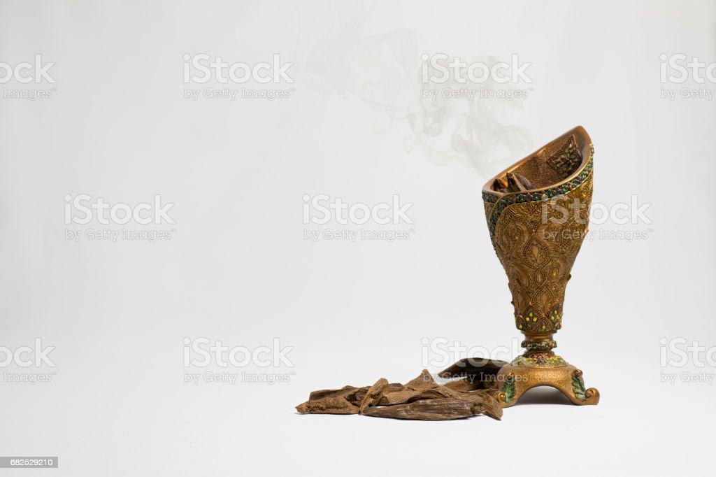 Puces d'encens encensoir et le bois d'Agar, - Photo