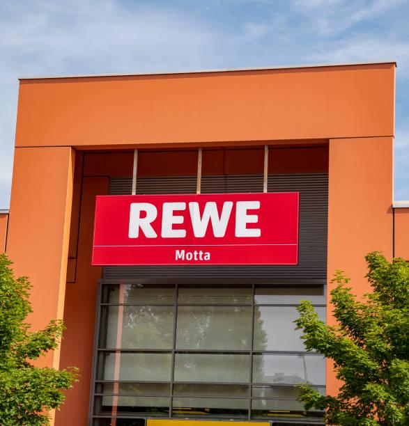 rewe-center-logo - rewe supermarket stock-fotos und bilder