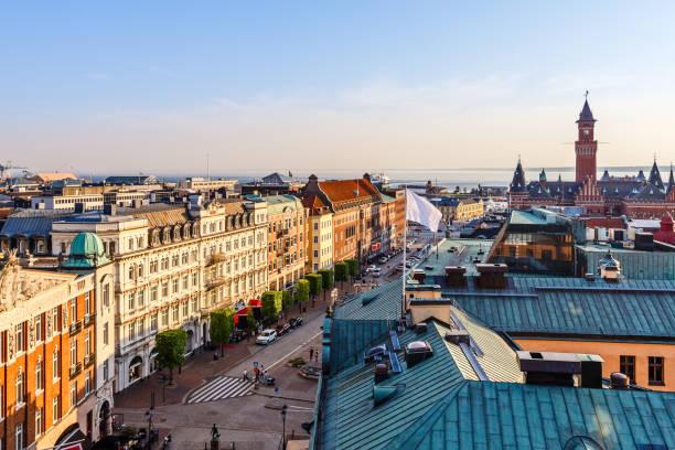 centrera gatan av den helsingborg staden panorama, med stadshuset står hög, sverige - skåne bildbanksfoton och bilder