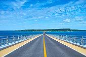 Irabu ブリッジと Irabu 島