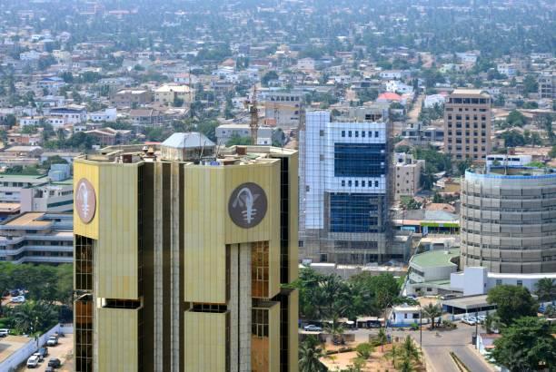 banco central de los estados de africa occidental - bceao, emite el franco cfa de africa occidental, lomé, togo - pez sierra fotografías e imágenes de stock