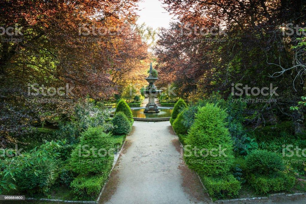 Photo de stock de Fontaine Centrale Du Jardin Botanique De Coimbra ...