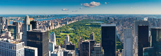 widok z lotu ptaka central park, rzeki hudson panorama manhattan wieżowce w nowym jorku - central park manhattan zdjęcia i obrazy z banku zdjęć