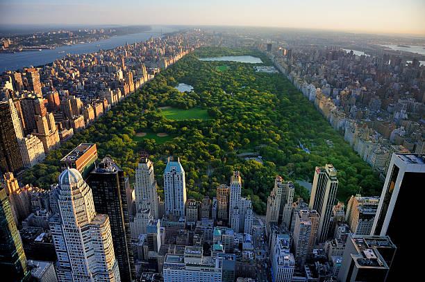 vue aérienne de central park à manhattan, new york - new york photos et images de collection