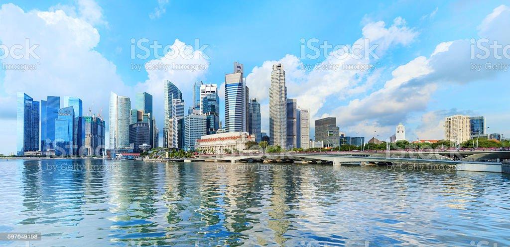 central Singapore skyline. Financial towers and Esplanade drive bridge – Foto