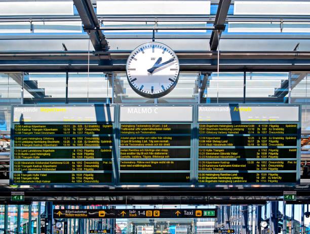 merkez istasyon-malmö, isveç - sefer tarifesi stok fotoğraflar ve resimler