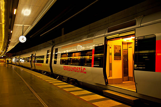 central station - waiting for a train sweden bildbanksfoton och bilder